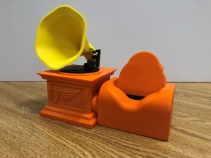 Design Technology student produces projects for 3D printer manufacturer